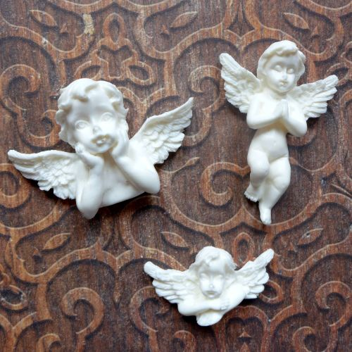 White Resin Cherubs Trio (R7039)