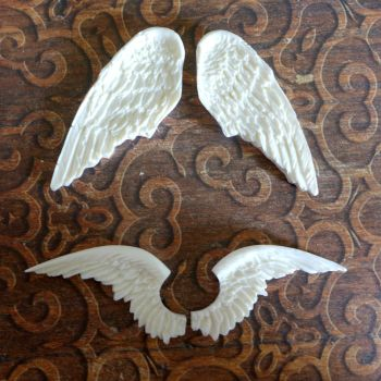 White Resin Winged Duo (R7031)