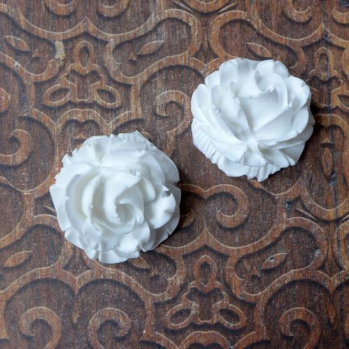White Resin Roses (R7023)