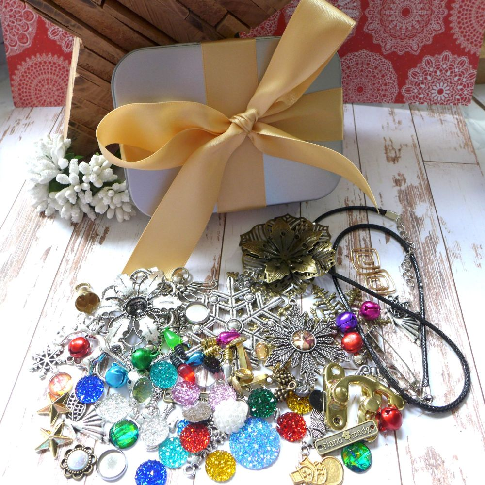 Limited Addition - Christmas Charm & Cabochon Tin