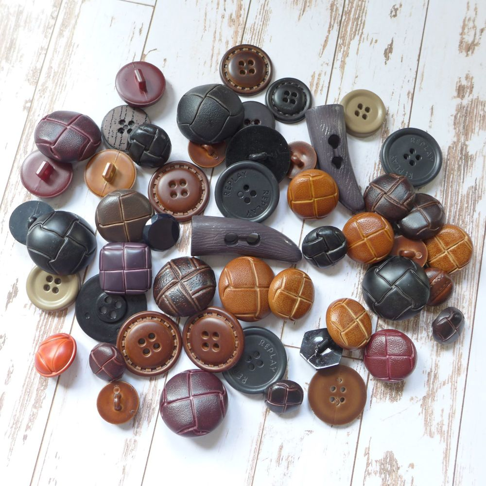 Leather Look Football Button Box (E5010)