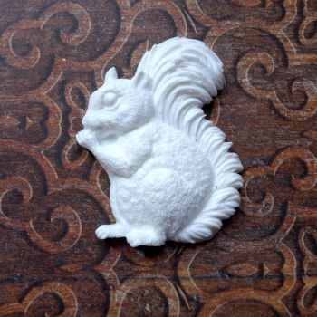 White Resin Squirrel  (R7039)