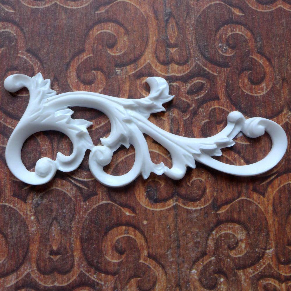 White Resin Flourish (R7046)