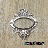 Silver Decorative Oval Frame (C129)