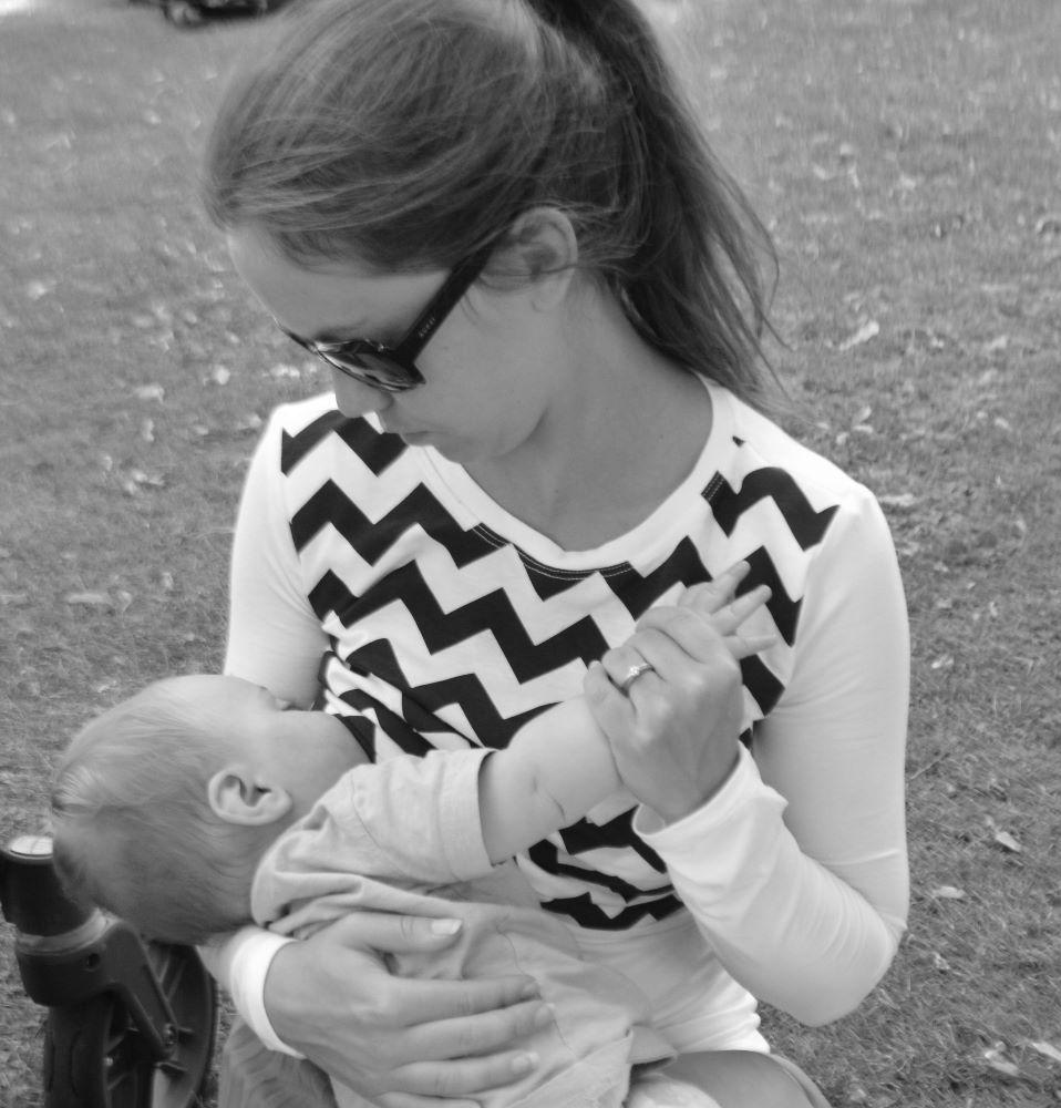 <!-- 004 -->Long Sleeved Breastfeeding Tops
