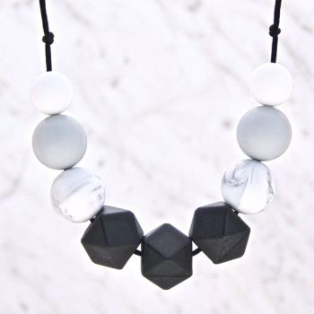 Cecelia Teething Necklace in Monochrome