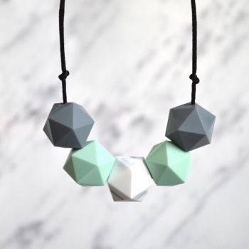Bella Teething Necklace in Mint