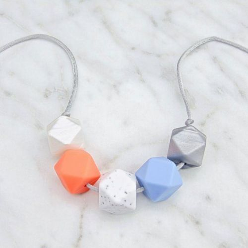 Lou Lou Teething Necklace in Coral