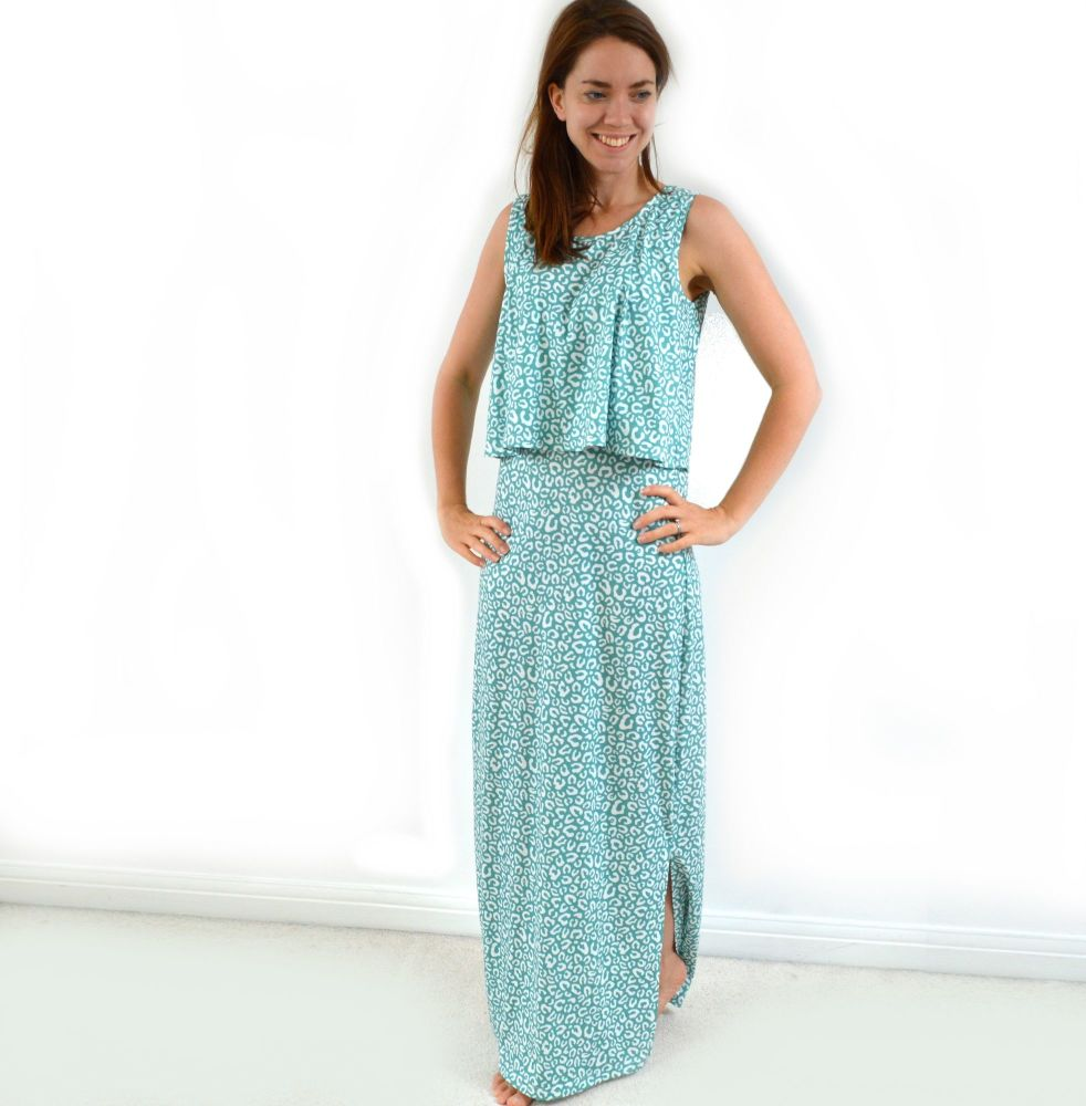 <!-- 071 -->Maxi Breastfeeding Dress in Leopard