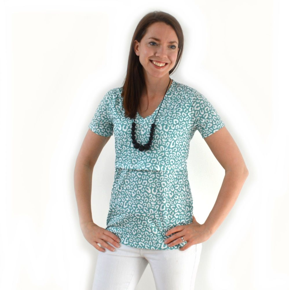 <!-- 170 -->Breastfeeding Tops -  Short sleeved Breastfeeding Top in Leopar