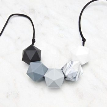 Lou Lou Teething Necklace in Monochrome