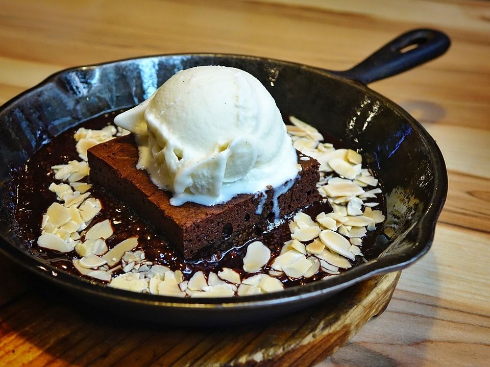 Brownie in a pan with ice cream