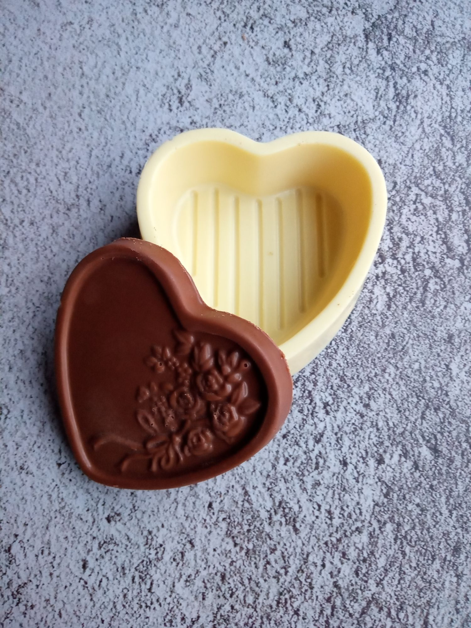 Heart Pour Box with Lid