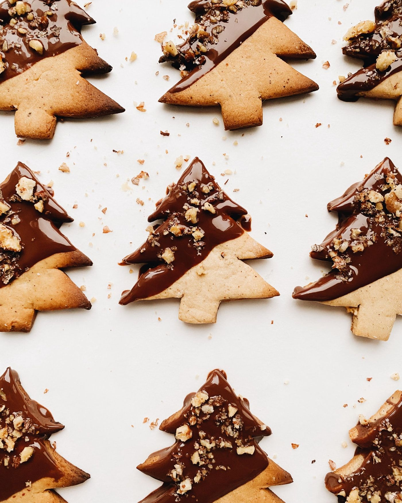 EASY CHOCOLATE AND VANILLA CHRISTMAS TREE BISCUITS