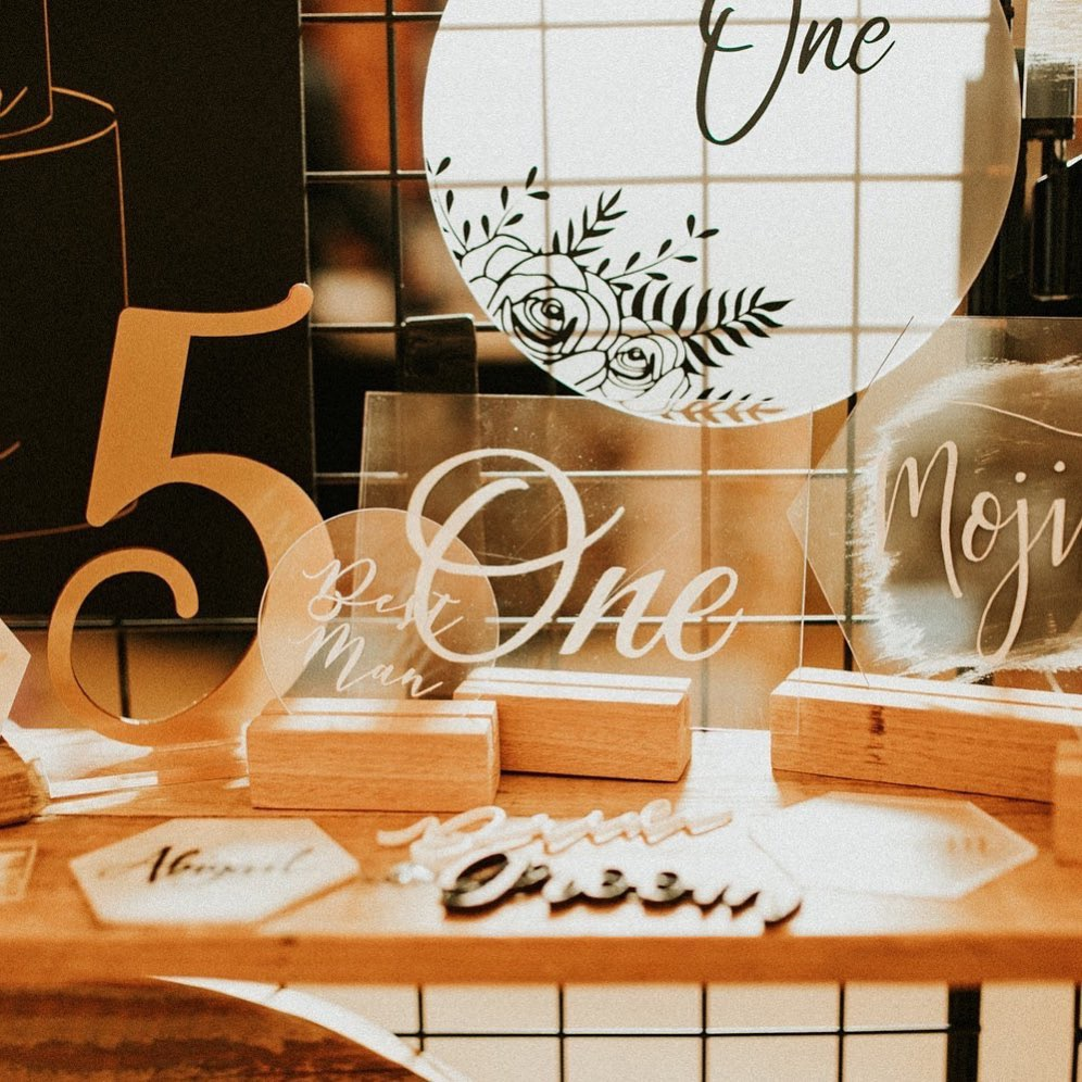 Selection of luxury table numbers and place names