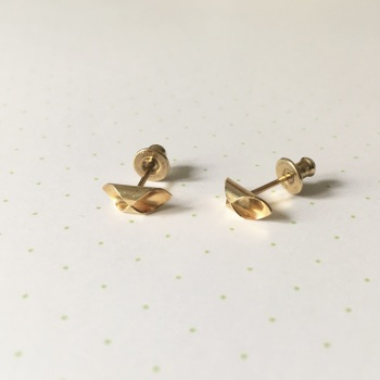 Hex Studs, yellow gold plate