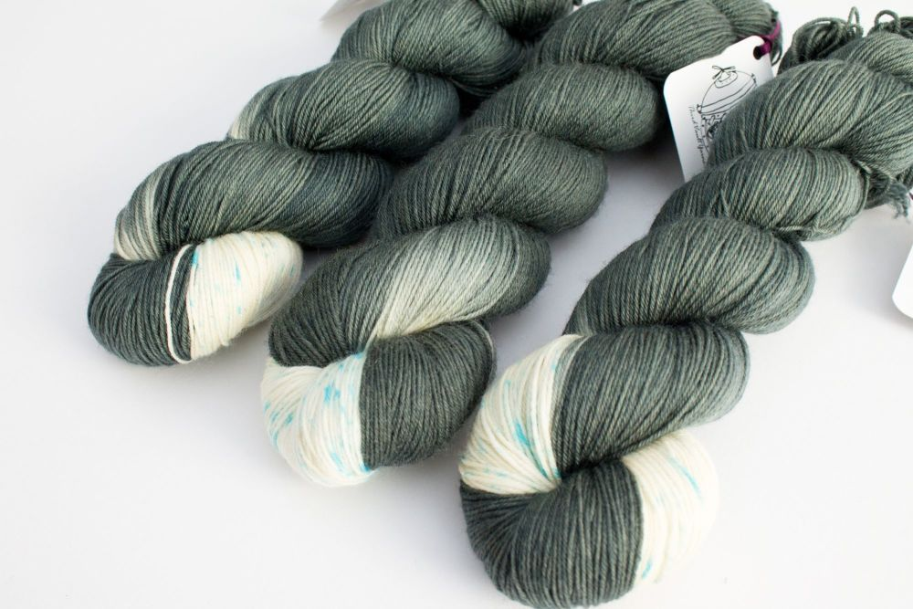 HE WHO LOVES CATS - 4ply-dk
