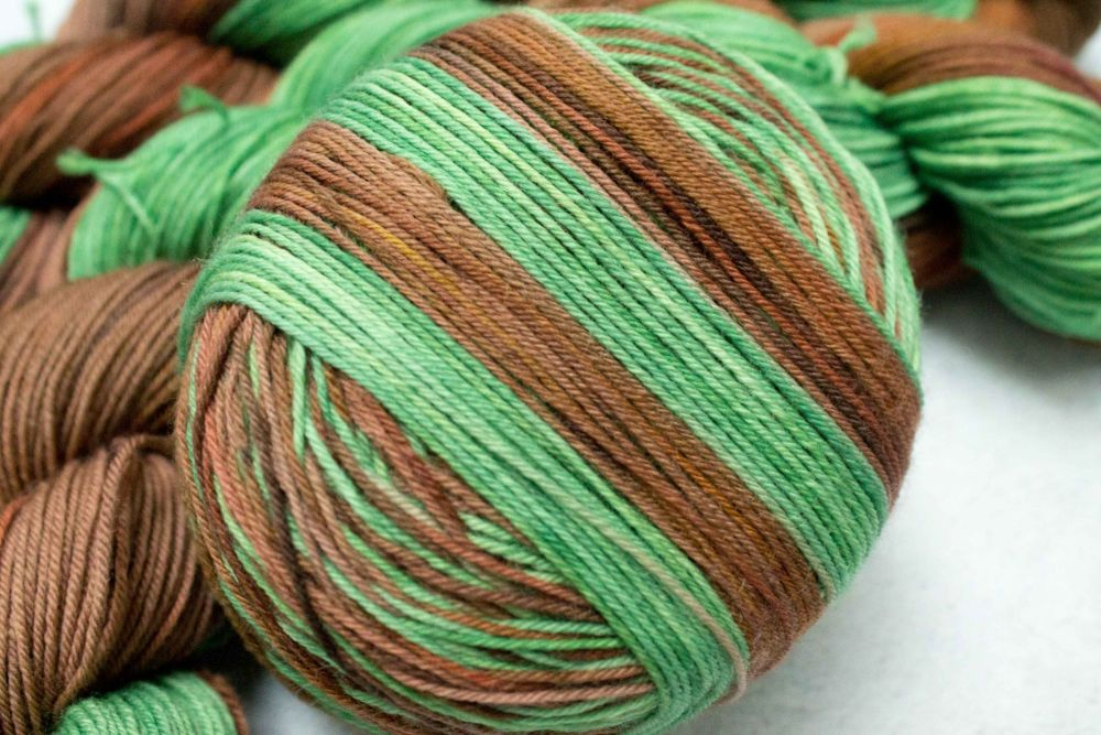 Common Ground - Self striping sock