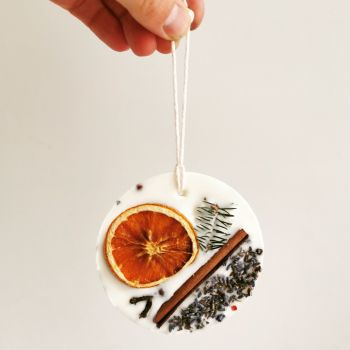 Christmas Scented Soy Wax Medallion by Floverly