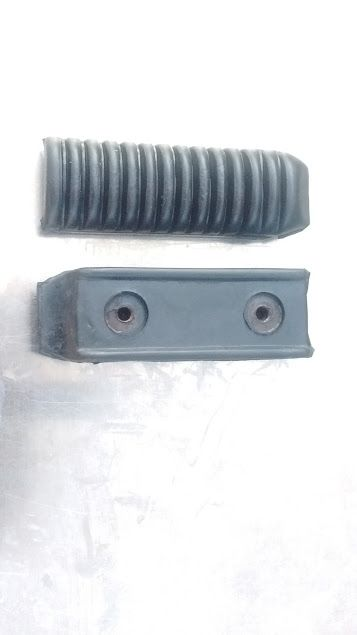 Front Footrest Rubbers for Suzuki GSF 400 Bandit from 1991- 2004