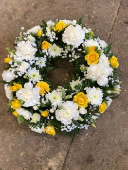 WR08 - Yellow and White Wreath