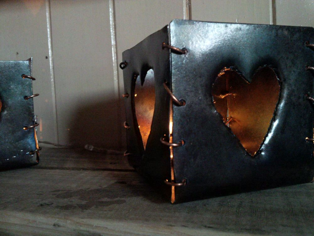 Metal heart box