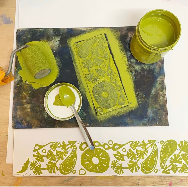 print making workshops and courses. Studio time fabric printing, lino and sceen printing