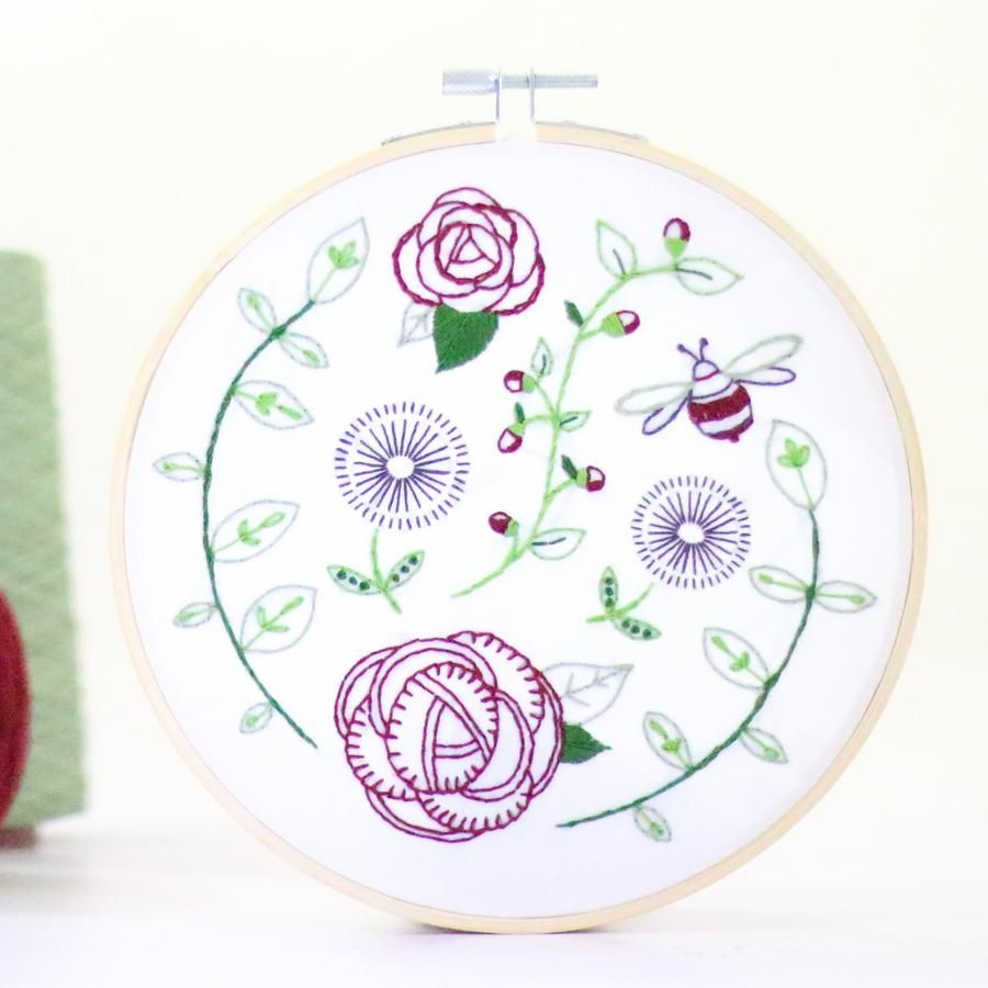 Hawthorn Embroidery Kit - Rose Garden