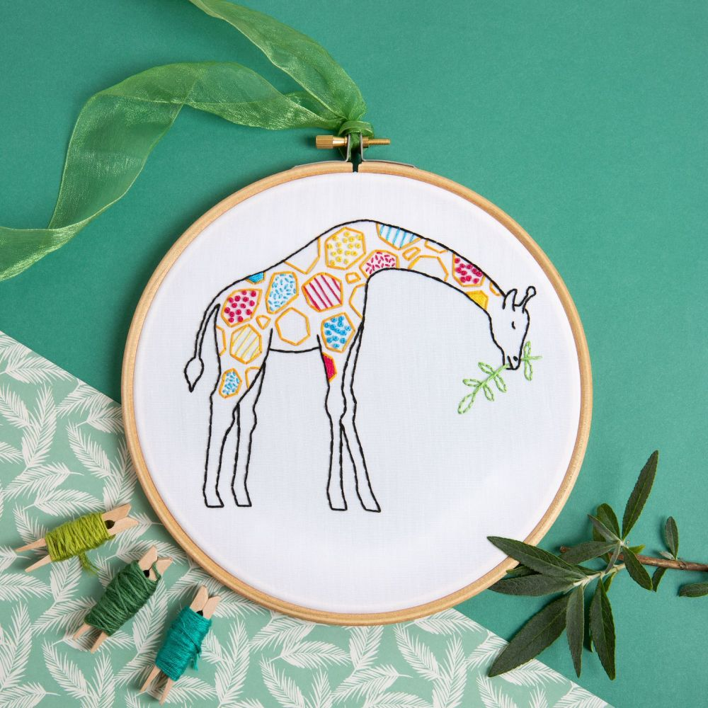 Hawthorn Embroidery Kit - Giraffe