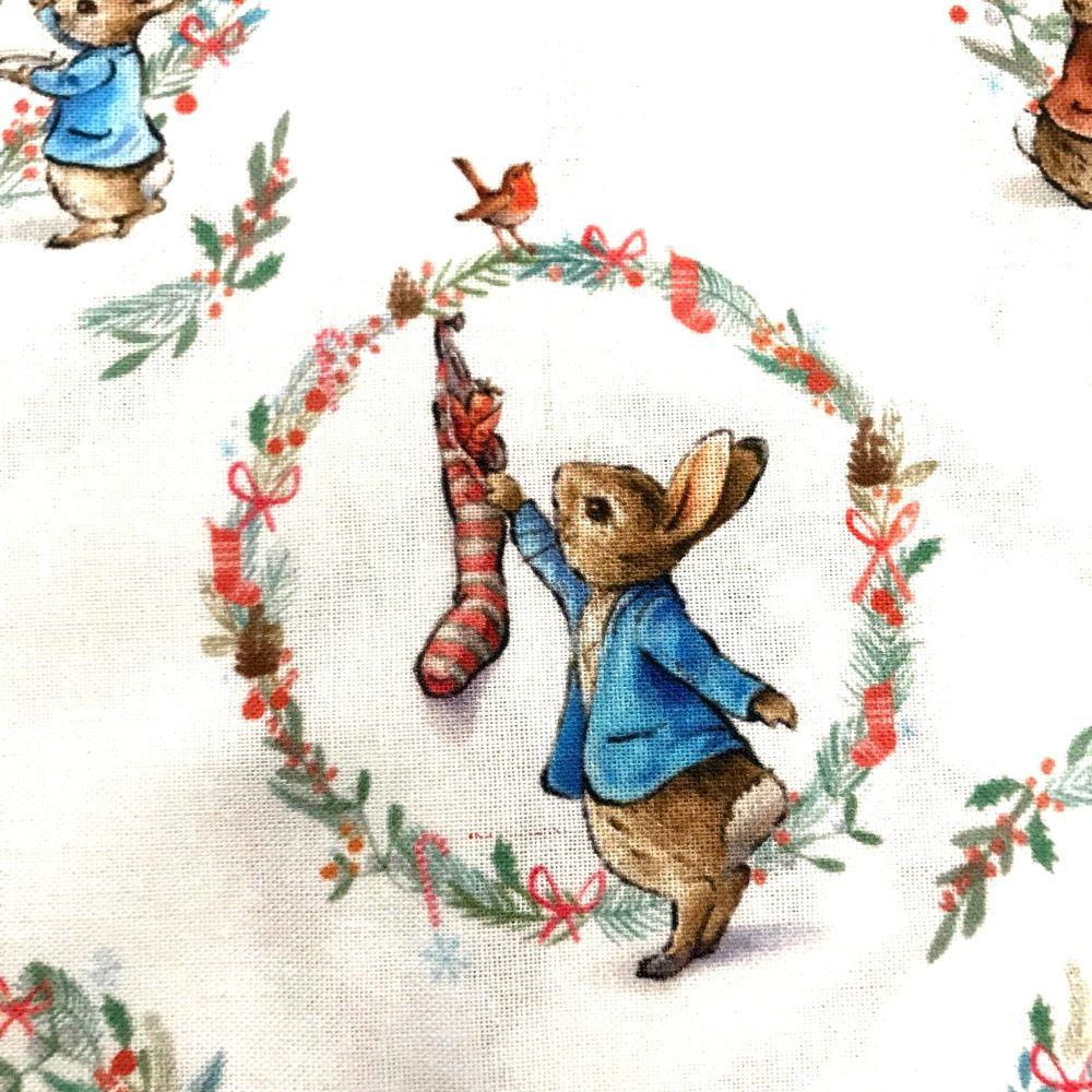 Beatrix Potter Peter Rabit Christmas - white