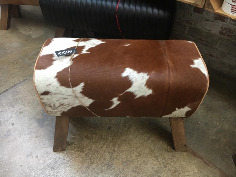 Medium cowhide bench