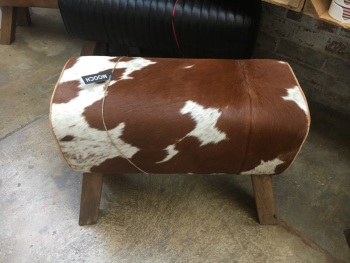 Medium cowhide bench