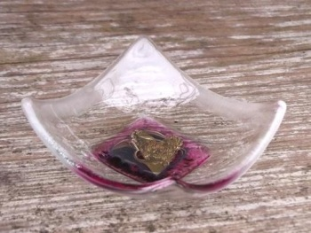 HAND CRAFTED GLASS DISH -  PINK SINGLE HEART