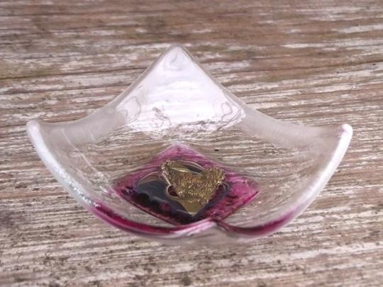 HAND CRAFTED LITTLE GLASS DISH -  PINK SINGLE HEART