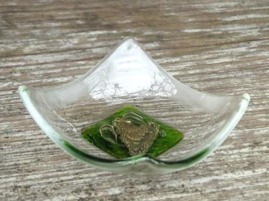HAND CRAFTED LITTLE GLASS DISH -  GREEN SINGLE HEART