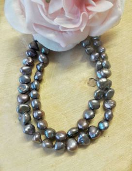 Freshwater Pearls Peacock Grey colour