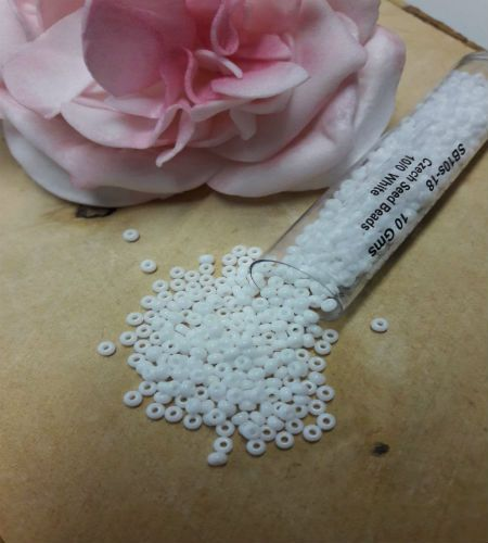 White size 10 seed beads 10g