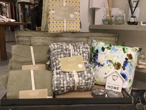 cushions-throws