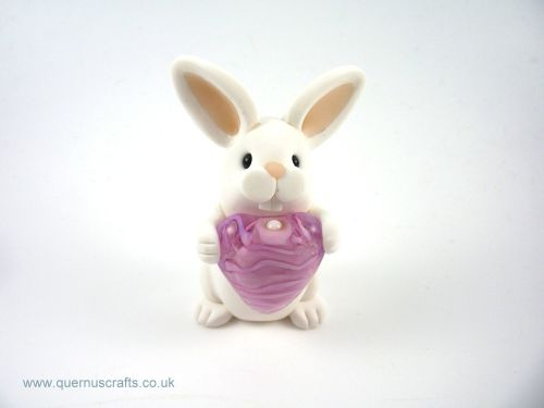 Little White Bunny with Glass Heart QL7
