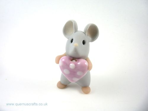 Little Grey Mouse with Glass Heart QL7