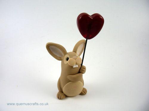 Little Tan Bunny with Glass Heart Balloon QL7