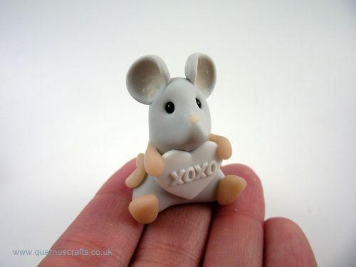 Little Love Heart Mouse - White QL7