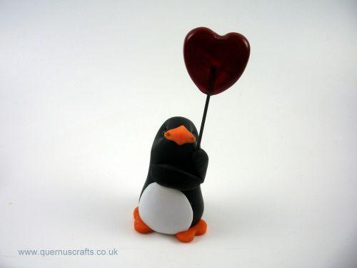 Little Penguin with Glass Heart Balloon QL7