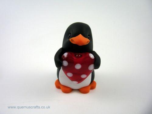 Little Penguin with Glass Heart QL7