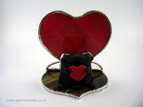 Two Little Kissing Love Skunks on Glass Heart Platform QL7