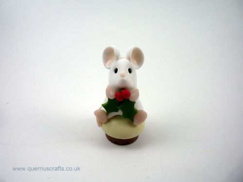 Teeny Christmas PuddingToadstool Mouse QL7