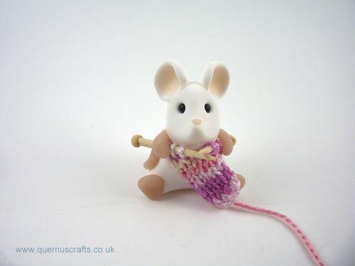 Little Knitting Mouse (MQEL)