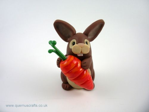 Little Brown Bunny with Glass Carrot (MQEL)
