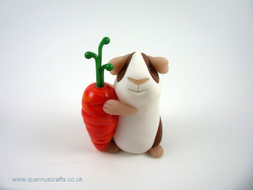Little Guinea Pig with Glass Carrot (MQEL)