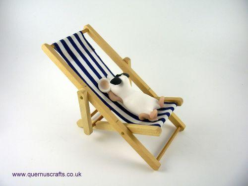 Little Sunbathing Mouse on Blue Deckchair QL8